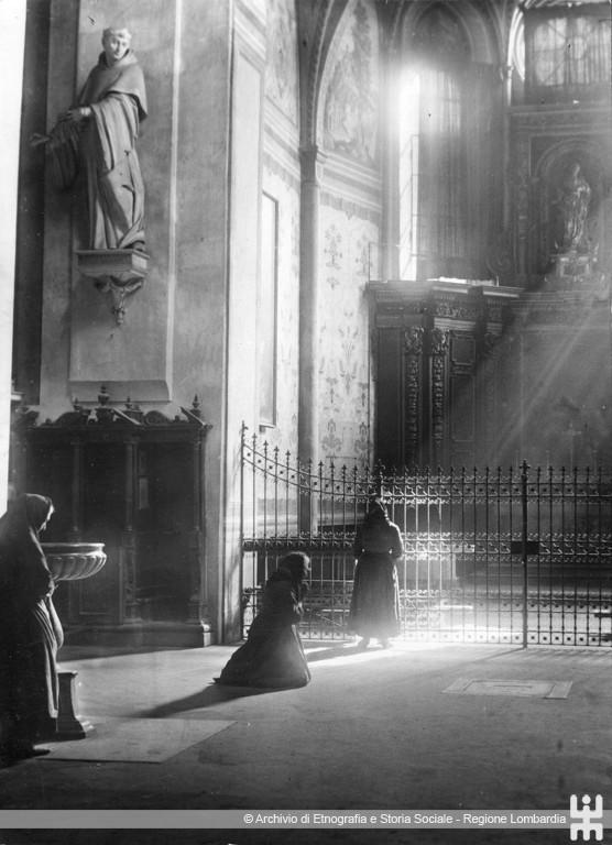 Ernesto Fazioli. Donne in preghiera. Cremona, Chiesa di S. Agostino