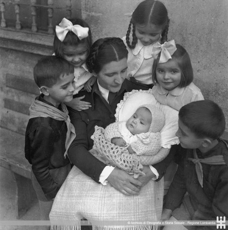 Ernesto Fazioli. Mamma con bambini