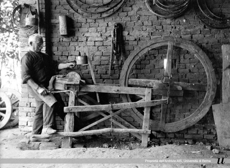 Paul Scheuermeier. Falegname alla mola, Pescarolo (CR), 1931