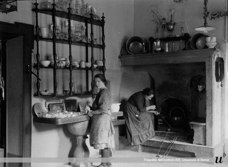 Paul Scheuermeier. Nella cucina della locanda, San Omobomo, 1927