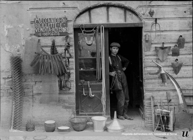Paul Scheuermeier. La bottega del ferramenta, Godiasco (PV), 1923