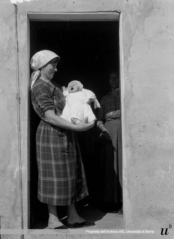 Paul Scheuermeier. Madre col bambino, Sant'Angelo Lodigiano (LO), 1927