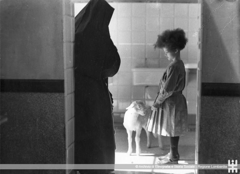 Ernesto Fazioli. Bambina con agnello