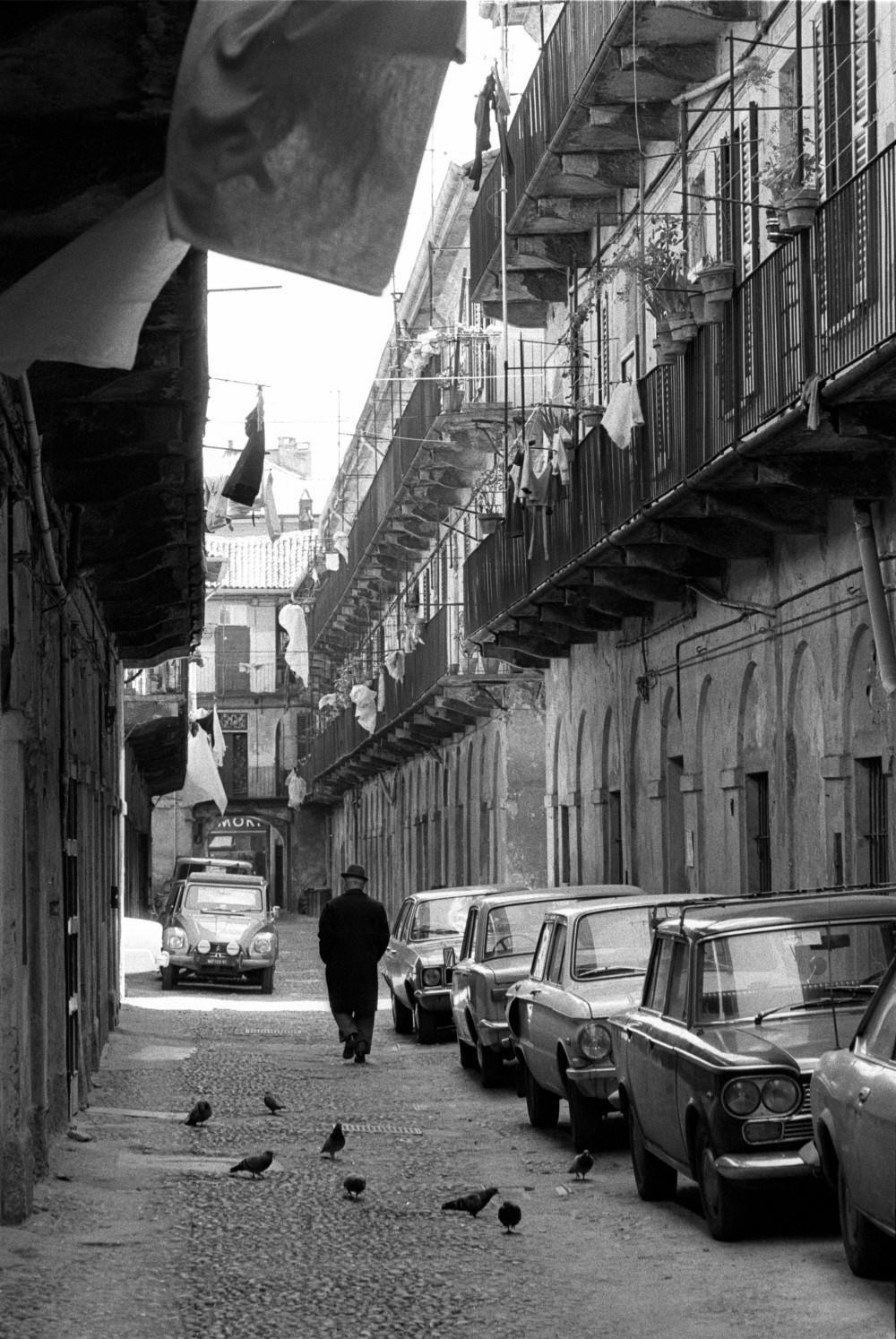 Toni Nicolini. Cortile di Corso San Gottardo 4, Milano, 1978