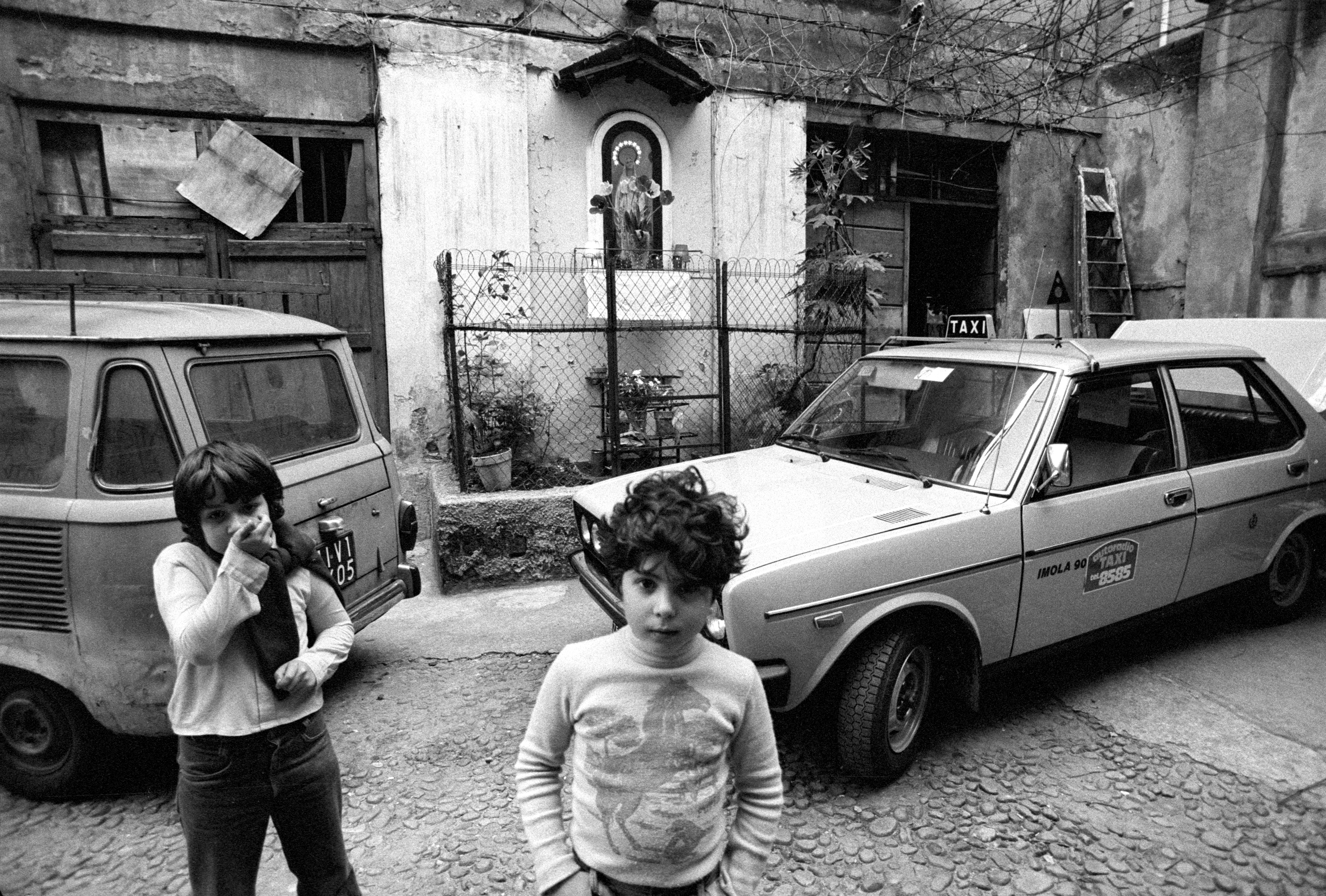 Toni Nicolini. Cortile di Viale Montenero 50, Milano, 1978
