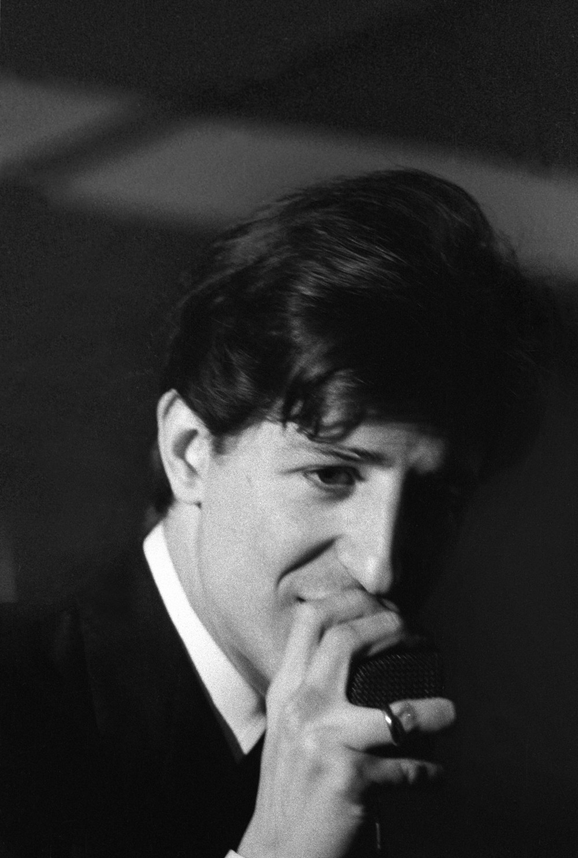 Toni Nicolini. Inaugurazione del Centro Fly, Il cantautore Giorgio Gaber, Milano, 1966