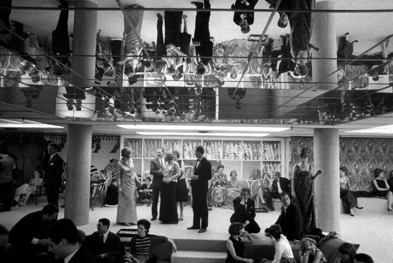 Toni Nicolini Inaugurazione del Centro Fly,sala principale, Milano, 1966