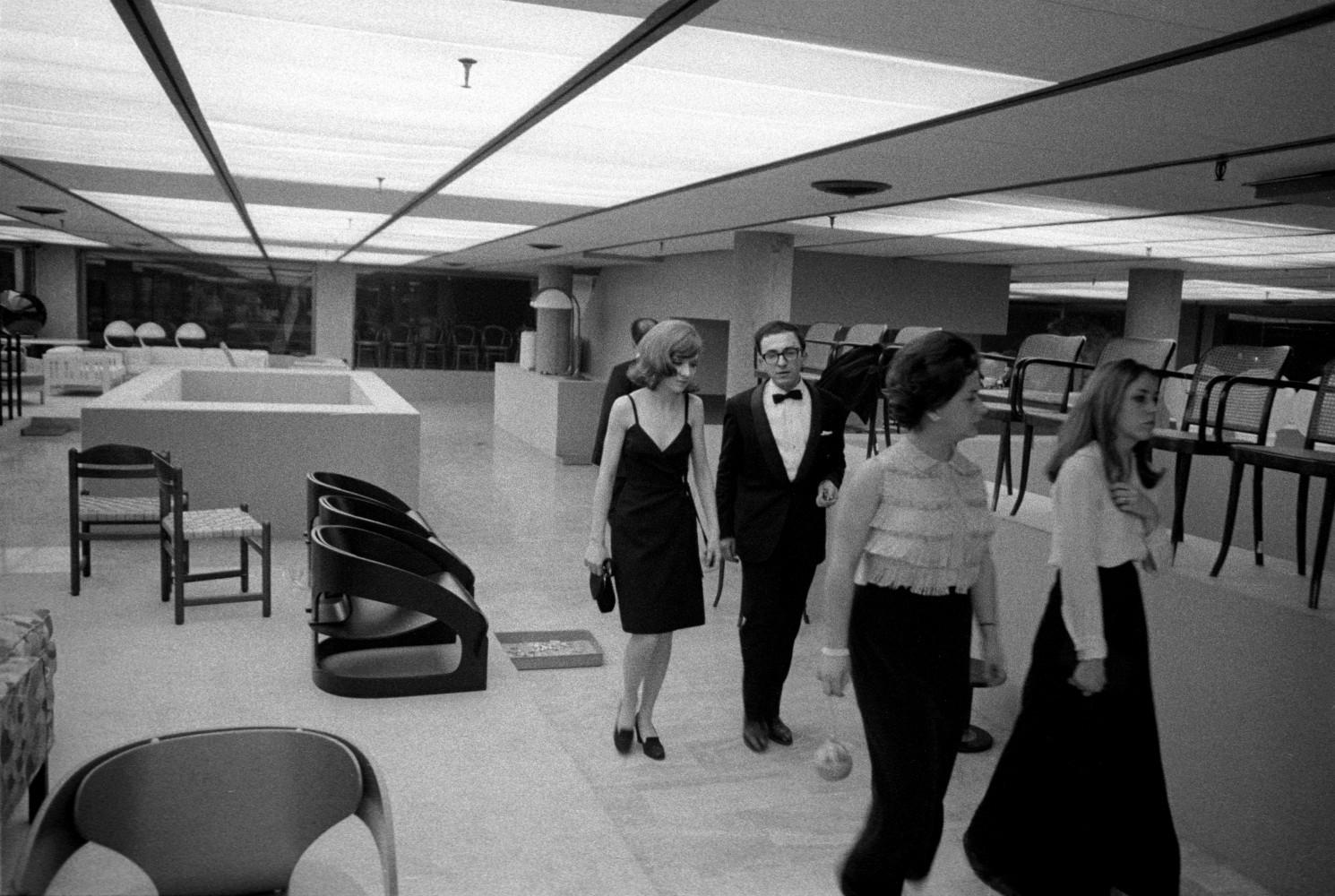 Toni Nicolini. Inaugurazione del Centro Fly, Milano, 1966